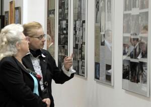 Na wystawie poświęconej pamięci Pani Zofii eksponowane były liczne fotografie, wycinki z prasy Fot. Jerzy Karpowicz
