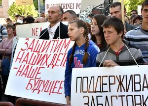 Obok społeczności szkół polskich na wiecu swych praw broniły szkoły rosyjskie Fot. L.24.lt