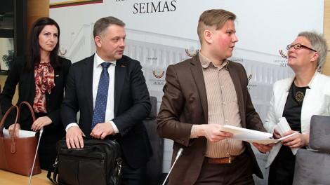 Ruch Liberałów, który przeforsował ustawę oświatową dyskryminującą szkolnictwo mniejszości narodowych, powołał Komitet, który ma zatroszczyć się o pozostałe prawa mniejszości narodowych    Fot. Marian Paluszkiewicz