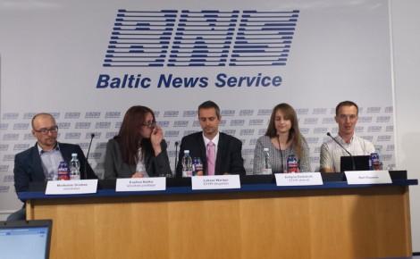 Przedstawiciele EFHR oraz B. Pauwels na konferencji prasowej    Fot. archiwum