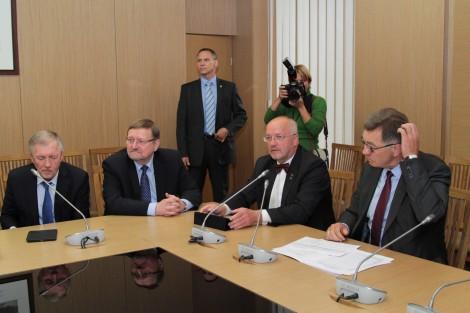 Spory w koalicji są zagwozdką dla premiera Algirdasa Butkevičiusa (z prawej)                              Fot. Marian Paluszkiewicz