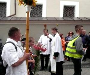 Spotkanie pątników, błogosławieństwo i pokropienie wodą święconą Fot. Justyna Giedrojć