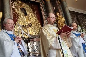 Nabożeństwo celebrowali księża Włodzimierz Sołowiej, Józef Aszkiełowicz i Henryk Naumowicz Fot. Marian Paluszkiewicz