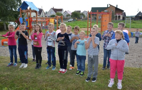 Dzieci wyraziły swoją wdzięczność za wspaniały prezent recytując wiersze
