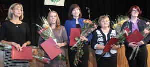 W tym roku uhonorowano również nauczycieli biologii i chemii Fot. Marian Paluszkiewicz