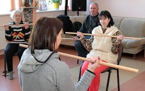 Pensjonariusze mają też zajęcia z gimnastyki Fot. Marian Paluszkiewicz