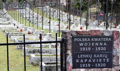 W polskiej kwaterze wojskowej na cmentarzu w Trokach spoczywa ponad 100 żołnierzy Wojska Polskiego Fot. Marian Paluszkiewicz