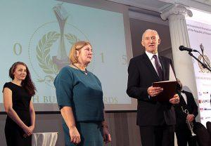Henryk Szymański postanowił wręczyć jedno wyróżnienie firmie, która wniosła szczególny wkład w rozwój litewsko-polskiej współpracy gospodarczej Fot. Marian Paluszkiewicz