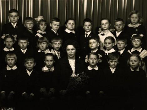 27. promocja Wileńskiej Szkoły Średniej nr 11 — obecne gimnazjum im. A. Mickiewicza Fot. archiwum