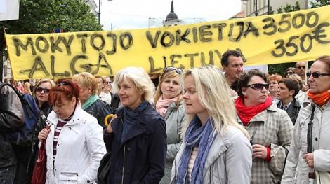 Przedstawiciele związków zawodowych uważają, że nie potrzeba dodatkowych pieniędzy na urzeczywistnienie żądań nauczycieli, gdyż wystarczy inaczej rozdysponować środki przeznaczone na finansowanie systemu oświaty Fot. Marian Paluszkiewicz