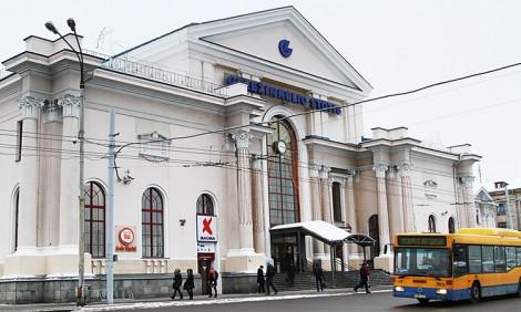 Dzisiejszy wygląd wileńskiego dworca kolejowego znacznie różni się od tego, jak on wyglądał przed wojną Fot. Marian Paluszkiewicz