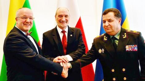 Juozas Olekas (pierwszy od lewej), Antoni Macierewicz i Stepan Połtorak Fot. mjr Robert Siemaszko/CO MON