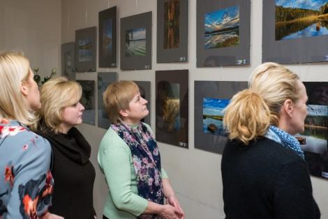 Eksponowane zdjęcia prezentują malownicze zakątki Wileńszczyzny     Fot. Marian Dzwinel