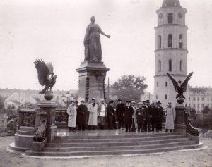 Pomnik carycy Katarzyny II dłuta Marka Antokolskiego na Placu Katedralnym w Wilnie (1904-1915) Fot. archiwum