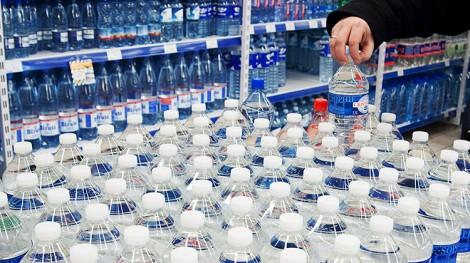 Wysokość kaucji za szklane i plastikowe butelki oraz puszki po napojach ze specjalnym oznakowaniem wynosi 10 centów Fot. Marian Paluszkiewicz