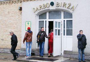 Państwowa Giełda Pracy prognozuje, że 39 proc. bezrobotnych w tym roku będą stanowiły osoby z wykształceniem zawodowym Fot. Marian Paluszkiewicz