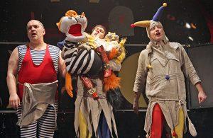 W sztukach teatralnych łączy się grę aktora z lalką Fot. Marian Paluszkiewicz