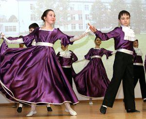 Uczniowie przygotowali piękne występy taneczne Fot. Marian Paluszkiewicz
