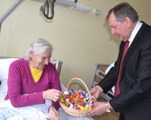 Wicemer Czesław Olszewski odwiedził szpitale opieki paliatywnej i pielęgniarstwa w Szumsku  i mieście Niemenczyn
