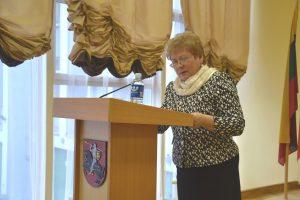 Jako pierwsze pytanie porządku obrad mer Maria Rekść zaproponowała, a radni zatwierdzili zmiany w strukturze Administracji Samorządu Rejonu Wileńskiego