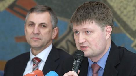 Gdyby pacjenci wybierali tańsze leki, byłoby to korzystne również dla systemu opieki zdrowotnej, co w końcu pozwoliłoby obniżyć koszty leków droższych, powiedział Valentin Gavrilov (od prawej) Fot. Marian Paluszkiewicz