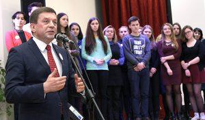 Uczestnikom i laureatom pogratulował mer rejonu solecznickiego Zdzisław Palewicz Fot. Marian Paluszkiewicz
