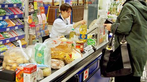 Należy pamiętać o uważnym czytaniu etykietek na towarach, gdzie powinno być wskazane, czy produkt zawiera GMO Fot. Marian Paluszkiewicz