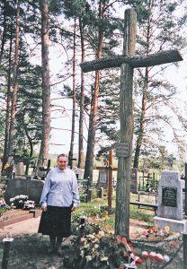 Inicjatorką postawienia pierwszego, dębowego krzyża katyńskiego w Rudnikach była śp. Irena Alina Aładowicz Fot. archiwum