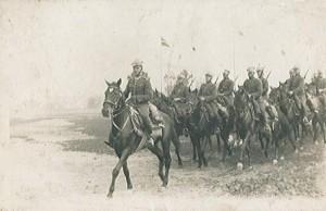 Jeździeckie ćwiczenia 13 Pułku Ułanów Wileńskich Fot. archiwum