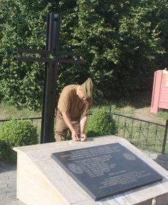 W Żabince przy cmentarzu znajduje się zbiorowa mogiła żołnierzom Okręgu Poleskiego AK, poległym w walce z hitlerowcami w 1943 r. Fot. Waldemar Szełkowski