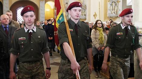 Pamięć poległych w Katyniu i Smoleńsku uczczono podczas Mszy św. w wileńskim kościele pw. św. Rafała Fot. Marian Paluszkiewicz