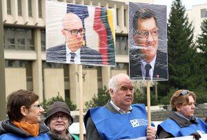 Wczoraj związkowcy zorganizowali pikietę przy siedzibie Sejmu Fot. Marian Paluszkiewicz