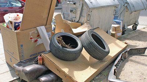 Za wyrzucanie odpadów w niedozwolonych miejscach przewidziana jest grzywna do 579 euro Fot. Marian Paluszkiewicz