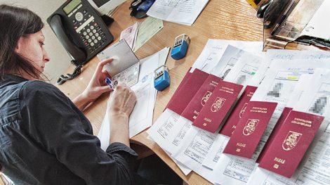 Zapis z pierwszej strony paszportu ma moc prawną, zaś dopisek na dalszych stronach dokumentu do niczego prawnie nie zobowiązuje Fot. Marian Paluszkiewicz
