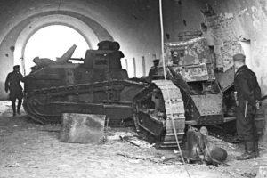Do obrony Polacy wykorzystali również 30 przestarzałych już czołgów FT-17