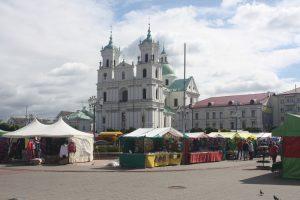Przy dawnym rynku, a obecnie Placu Sowieckim, wznosi się najważniejszy katolicki kościół Grodna – bazylika katedralna św. Franciszka Ksawerego Fot. Waldemar Szełkowski