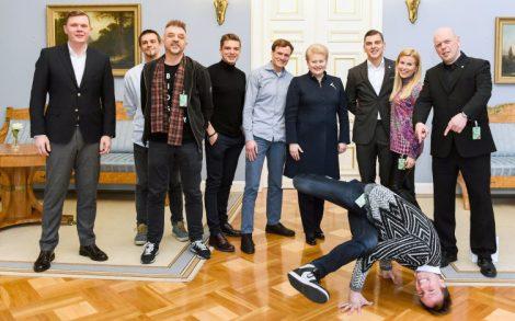 Prezydent wraz z ambasadorami kampanii Fot. uzsaugialietuva.lt