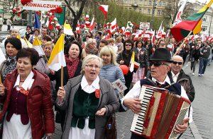 Świąteczna parada przeszła ulicami Wilna: aleją Giedymina przez Plac Katedralny, ulicą Zamkową i Wielką do Ostrej Bramy Fot. Marian Paluszkiewicz