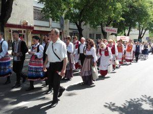 Uroczysty pochód ulicami miasta Fot. Alina Sobolewska