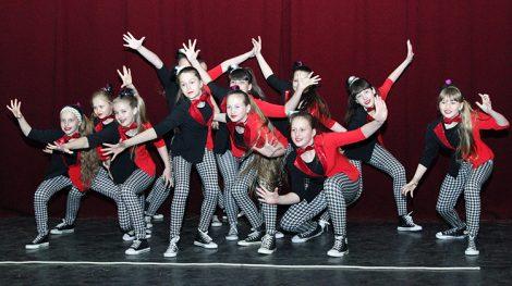 Niesamowicie energiczni i utalentowani artystycznie tancerze zauroczyli zarówno młodszych, jak też starszych widzów Fot. Marian Paluszkiewicz