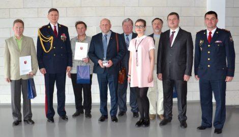 Podczas uroczystości uhonorowano zasłużonych strażaków rejonu wileńskiego Fot.vrsa.lt