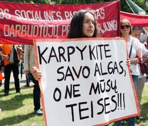 W wiecu na placu Niepodległości udział wzięło około 300 osób Fot. Marian Paluszkiewicz