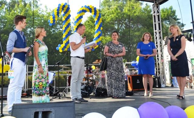Przedstawiciele Samorządu Rejonu Wileńskiego złożyli życzenia i gratulacje dla całej społeczności Centrum z okazji Jubileuszu 10-lecia Fot.Zygmunt Żdanowicz