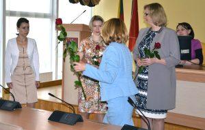 A także pogratulowała dla nowych kierowników placówek oświatowych rejonu wileńskiego Fot. vrsa.lt