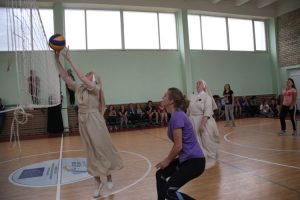 Siostry zakonne nie tylko modlą się na różańcu, ale i grają w piłkę Fot. Grażyna Radzewicz
