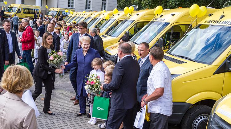 W nowym roku szkolnym do szkół na Litwie trafią 82 mikrobusy szkolne zakupione przez Ministerstwo Oświaty i Nauki Fot. Marian Paluszkiewicz