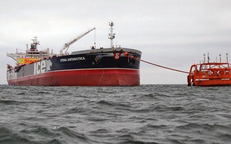 Na terytorium terminalu naftowego w Butyndze mały jacht uderzył w tankowca Fot. Mažekių Nafta