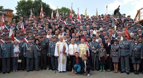 Pamiątkowe zdjęcie uczestników II Pielgrzymki Piłsudczyków na Jasną Górę Fot. Alina Sobolewska