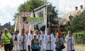 Mieszkańcy Jaszun z ogromnym wzruszeniem przywitali pątników Fot.Anna Pieszko