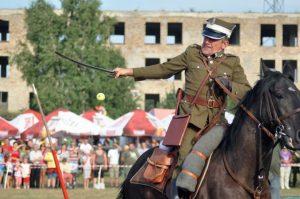 Ogromny aplauz zebrał pokaz szarż polskiej kawalerii Fot. Krzysztof Subocz
